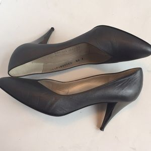 Bruno Magli Italy gray pump heel 8.5 B leather